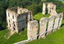 Ruiny gotyckiego zamku w Bodzentynie