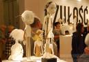 """Niesamowite lalki z papieru na wystawie """"Czułość"""" w kieleckiej Galerii Winda"""